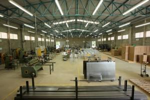 Vista interna da fábrica onde são produzidas todas as partes e peças que compõem os produtos Barbi, que engloba os setores de metalurgia, tratamento de superfície, pintura, componentes eletrônicos e linha de montagem